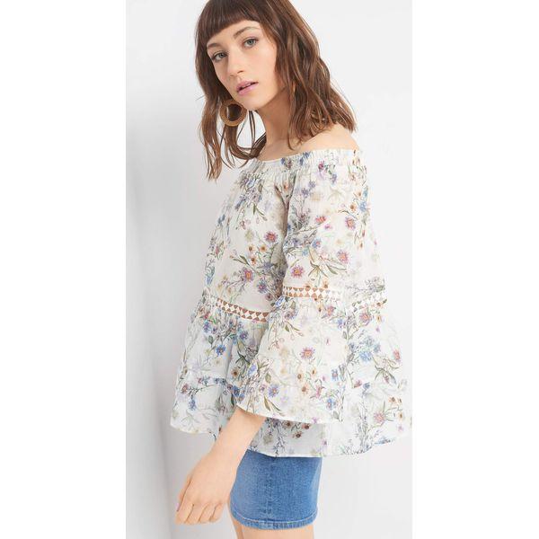 27c0d940555a Bluzka w kwiaty z ażurem - Brązowe bluzki damskie marki Orsay