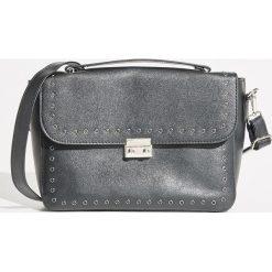 Torebka z nitami - Czarny. Czarne torebki do ręki damskie Sinsay. W wyprzedaży za 49.99 zł.