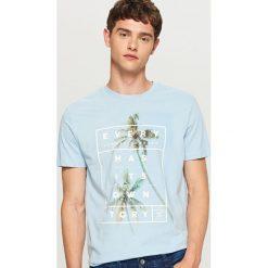 T-shirt z nadrukiem - Niebieski. Niebieskie t-shirty męskie Reserved, z nadrukiem. W wyprzedaży za 24.99 zł.
