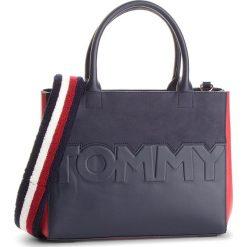 Torebka TOMMY HILFIGER - Tommy Logo Satchel AW0AW05664 901. Białe torebki do ręki damskie Tommy Hilfiger, ze skóry ekologicznej. Za 699.00 zł.