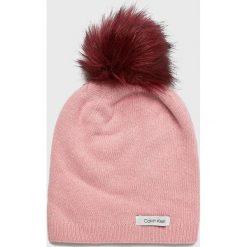 Calvin Klein - Czapka. Różowe czapki i kapelusze damskie Calvin Klein, z dzianiny. Za 179.90 zł.
