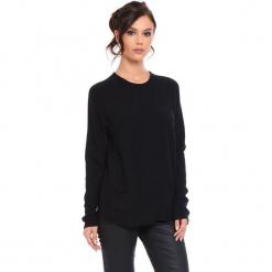 """Sweter """"Jamie"""" w kolorze czarnym. Czarne swetry damskie Cosy Winter, ze splotem, z okrągłym kołnierzem. W wyprzedaży za 181.95 zł."""