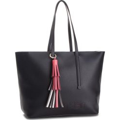 Torebka CALVIN KLEIN - Pop Shopper K60K604470  001. Czarne torebki shopper damskie Calvin Klein, ze skóry ekologicznej. Za 699.00 zł.