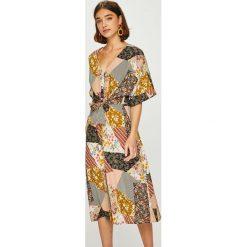 Answear - Sukienka. Szare sukienki damskie ANSWEAR, z tkaniny, casualowe. W wyprzedaży za 149.90 zł.