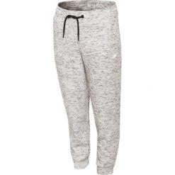 Spodnie sportowe dla małych dziewczynek JSPDTR301 - CIEPŁY JASNY SZARY. Szare spodnie sportowe dla dziewczynek 4F JUNIOR, z dzianiny. W wyprzedaży za 49.99 zł.