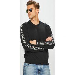 Diesel - Sweter. Szare swetry przez głowę męskie Diesel, z bawełny, z okrągłym kołnierzem. Za 729.90 zł.