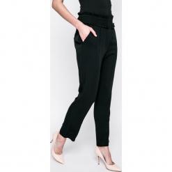 Answear - Spodnie Jeanne. Szare spodnie materiałowe damskie ANSWEAR, z tkaniny. W wyprzedaży za 59.90 zł.