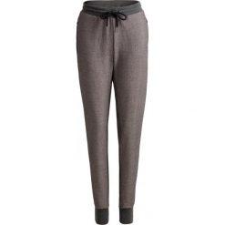 Spodnie dresowe damskie SPDD602 - średni szary melanż - Outhorn. Spodnie dresowe damskie marki bonprix. W wyprzedaży za 79.99 zł.