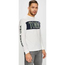 Tommy Jeans - Longsleeve. Szare bluzki z długim rękawem męskie Tommy Jeans, z nadrukiem, z bawełny, z okrągłym kołnierzem. Za 199.90 zł.