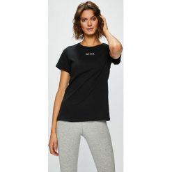 Nike Sportswear - Top. Szare topy damskie Nike Sportswear, z aplikacjami, z bawełny, z okrągłym kołnierzem, z krótkim rękawem. W wyprzedaży za 69.90 zł.