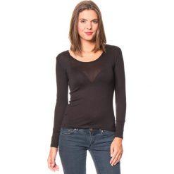 Koszulka w kolorze czarnym. Czarne bluzki damskie Assuili, klasyczne, z okrągłym kołnierzem, z długim rękawem. W wyprzedaży za 45.95 zł.