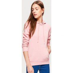 Bluza hoodie - Różowy. Czerwone bluzy damskie Cropp. Za 69.99 zł.