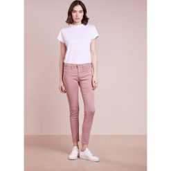 AG Jeans Spodnie materiałowe rose. Spodnie materiałowe damskie AG Jeans, z bawełny. Za 959.00 zł.