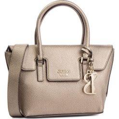 Torebka GUESS - HWSG71 72050 PEWTER. Żółte torebki do ręki damskie Guess, z aplikacjami, ze skóry ekologicznej. Za 559.00 zł.