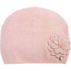 Wełniana różowa czapka z kwiatem QUIOSQUE. Czerwone czapki i kapelusze damskie QUIOSQUE, z poliamidu. Za 99.99 zł.