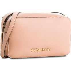 Torebka CALVIN KLEIN - Frame Camera Bag K60K604372 628. Czerwone listonoszki damskie Calvin Klein, ze skóry ekologicznej. Za 399.00 zł.