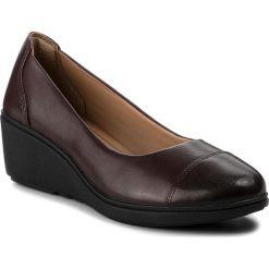 Półbuty CLARKS - Un Tallara Dee 261355374  Aubergine Leather. Brązowe półbuty damskie Clarks, z materiału. W wyprzedaży za 319.00 zł.