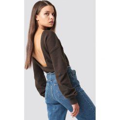 NA-KD Basic Sweter z głębokim dekoltem z tyłu - Brown. Brązowe swetry damskie NA-KD Basic. Za 60.95 zł.