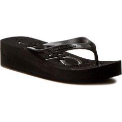 Japonki CALVIN KLEIN JEANS - Tamber R4117 Black/Black. Czarne klapki damskie Calvin Klein Jeans, w paski, z jeansu. W wyprzedaży za 139.00 zł.
