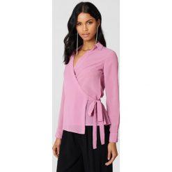 NA-KD Kopertowa koszula szyfonowa - Pink. Różowe koszule damskie NA-KD, z poliesteru, z kopertowym dekoltem. Za 80.95 zł.