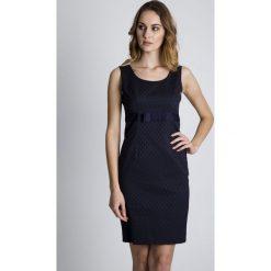 Granatowa sukienka z kokardą BIALCON. Szare sukienki damskie BIALCON, w kropki, eleganckie, z kokardą, na ramiączkach. W wyprzedaży za 227.00 zł.