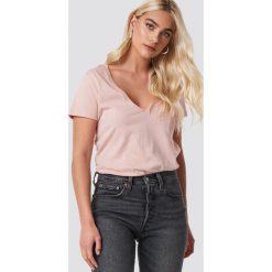 NA-KD Basic T-shirt z dekoltem V - Pink. Różowe t-shirty damskie NA-KD Basic, z bawełny. Za 52.95 zł.