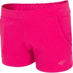 Spodenki dresowe dla dużych dziewcząt JSKDD200 - fuksja. Czerwone spodenki dla dziewczynek 4F JUNIOR, z bawełny. W wyprzedaży za 39.99 zł.
