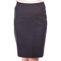 Spódnica czarna ołówkowa w drobną kartę QUIOSQUE. Czarne spódnice damskie QUIOSQUE, z tkaniny, eleganckie. W wyprzedaży za 40.00 zł.