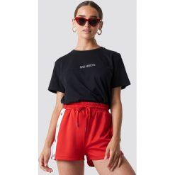 NA-KD Trend T-shirt oversize Bad Habits - Black. Czarne t-shirty damskie NA-KD Trend, z nadrukiem, z jersey, z okrągłym kołnierzem. Za 72.95 zł.
