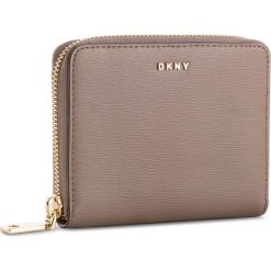 Duży Portfel Damski DKNY - Bryant Sm Zip Around R8313656 Desert DES. Brązowe portfele damskie DKNY, ze skóry. Za 419.00 zł.