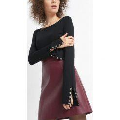 Sweter z nitami na rękawach. Czarne swetry damskie Orsay, z dzianiny. Za 79.99 zł.
