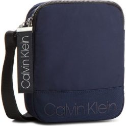 Saszetka CALVIN KLEIN - Shadow Mini Reporter K50K503904 443. Niebieskie saszetki męskie Calvin Klein, z materiału, młodzieżowe. Za 279.00 zł.