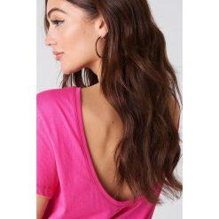 NA-KD Basic T-shirt z odkrytymi plecami - Pink. Różowe t-shirty damskie NA-KD Basic, z bawełny, z dekoltem na plecach. W wyprzedaży za 21.18 zł.