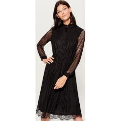 Koronkowa sukienka midi - Czarny. Czarne sukienki damskie Mohito, z koronki. Za 159.99 zł.