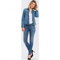 """Dżinsy """"Alan"""" - Skinny fit - w kolorze błękitnym. Niebieskie jeansy damskie Cross Jeans. W wyprzedaży za 113.95 zł."""