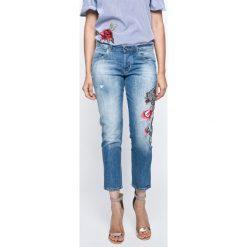 Guess Jeans - Jeansy Vanille. Niebieskie jeansy damskie Guess Jeans. W wyprzedaży za 449.90 zł.