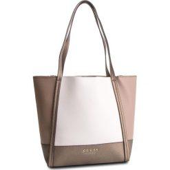 Torebka GUESS - HWCE71 76230 PML. Brązowe torebki do ręki damskie Guess, z aplikacjami, ze skóry ekologicznej. Za 629.00 zł.