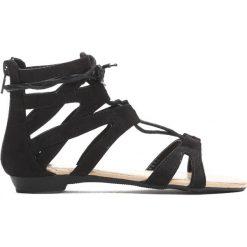 Czarne Sandały Something Crazy. Czarne sandały dziewczęce Born2be, z materiału. Za 29.99 zł.