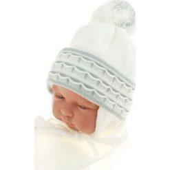 Czapka niemowlęca z szalikiem CZ+S 008E biała. Czapki dla dzieci marki Reserved. Za 36.70 zł.