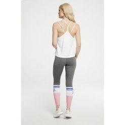Gym Hero - Legginsy Grey Socks. Szare legginsy sportowe damskie Gym Hero, z nadrukiem, z dzianiny. W wyprzedaży za 129.90 zł.