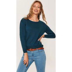 Sweter z asymetrycznym dołem - Khaki. Brązowe swetry damskie House, z asymetrycznym kołnierzem. Za 59.99 zł.