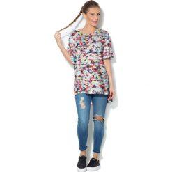 Colour Pleasure Koszulka CP-033  16 biało-różowo-niebieska r. uniwersalny. T-shirty damskie marki Colour Pleasure. Za 76.57 zł.