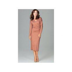 Sukienka K477 Brąz. Brązowe sukienki damskie Lenitif, z dekoltem w serek, z długim rękawem. Za 179.00 zł.