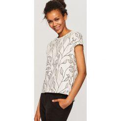 T-shirt we wzory - Biały. T-shirty damskie marki bonprix. W wyprzedaży za 39.99 zł.