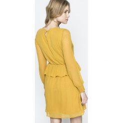 Vero Moda - Sukienka. Pomarańczowe sukienki damskie Vero Moda, z poliesteru, casualowe, z okrągłym kołnierzem, z długim rękawem. W wyprzedaży za 99.90 zł.