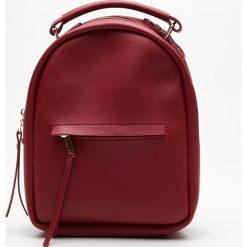 Mały plecak z kieszenią - Bordowy. Czerwone plecaki damskie Cropp. Za 79.99 zł.