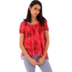 Koszulka w kolorze czerwonym. Bluzki damskie 100% Soie, klasyczne, z asymetrycznym kołnierzem, z krótkim rękawem. W wyprzedaży za 130.95 zł.