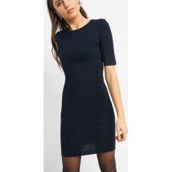 Dopasowana sukienka z dzianiny. Niebieskie sukienki damskie Orsay, z dzianiny, z okrągłym kołnierzem. Za 79.99 zł.
