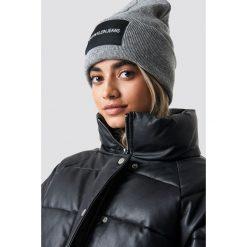 Calvin Klein Czapka J Calvin Klein W - Grey. Szare czapki i kapelusze damskie Calvin Klein, z dzianiny. Za 181.95 zł.