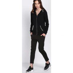 Czarne Spodnie Dresowe Walk Free. Czarne spodnie dresowe damskie Born2be, z dresówki. Za 34.99 zł.